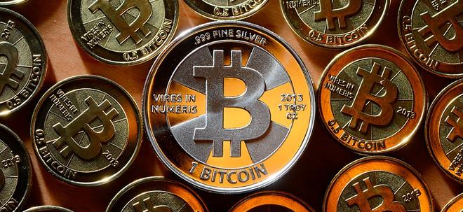 Em que criptomoeda devo investir além do bitcoin