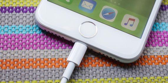 Baixa procura por novos iPhone 8 faz valor das ações da Apple cair ...